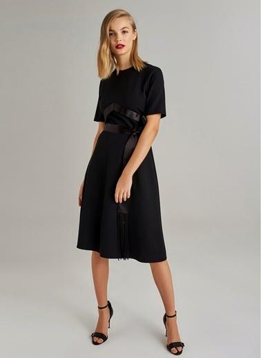Monamoda Saten Kuşaklı Midi Elbise Siyah